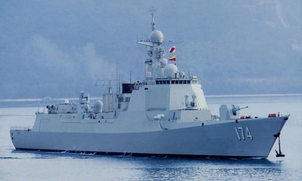 Tàu chiến Trung Quốc phóng tên lửa, khoe hỏa lực trên biển - ảnh 1