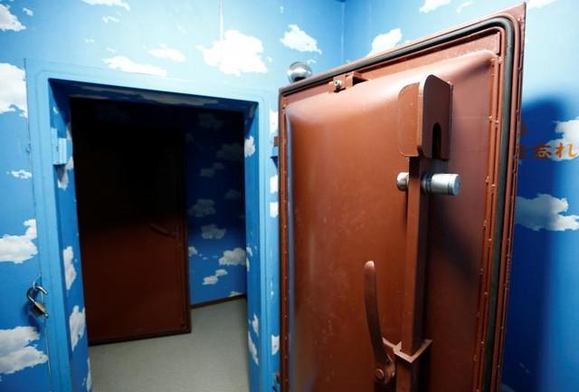 Bên trong hầm tránh bom hạt nhân ở Nhật Bản - ảnh 6
