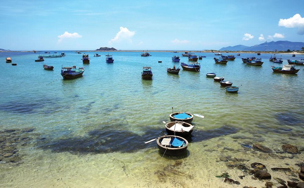 Các chuyên gia của Hiệp hội Du lịch Thế giới cho rằng, vịnh Vân Phong là một trong những thắng cảnh nghỉ ngơi đẹp nhất trong khu vực châu Á. Ảnh: Lê Tiên