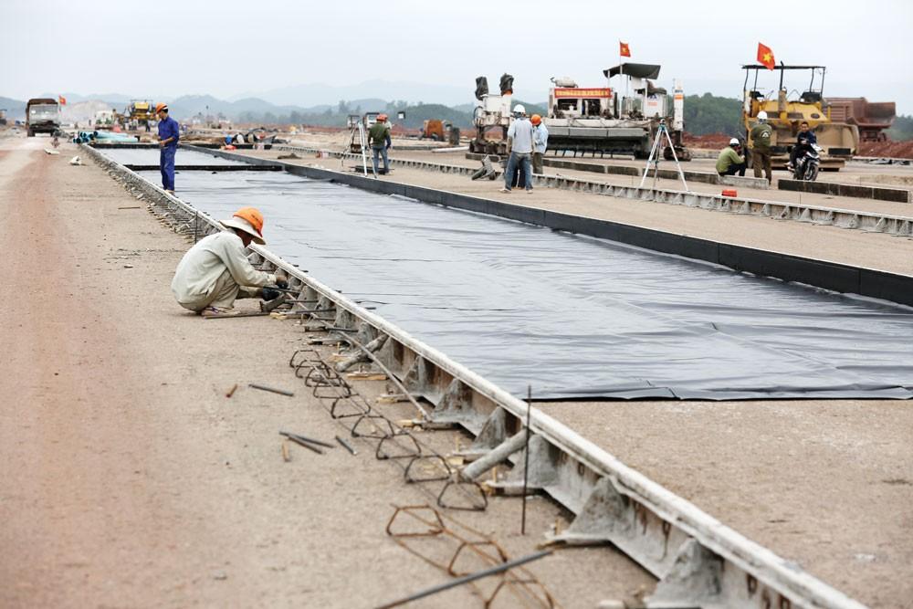 Cảng hàng không quốc tế Quảng Ninh được Tập đoàn Sun Group xây dựng tại Vân Đồn với tổng số vốn lên đến 7.500 tỷ đồng. Ảnh: Lê Tiên