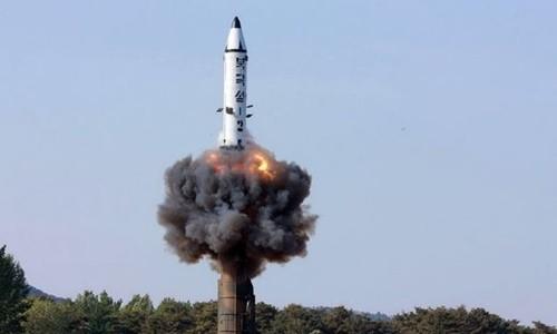 Triều Tiên thử tên lửa đạn đạo tầm trung Pukguksong-2. Ảnh:KCNA