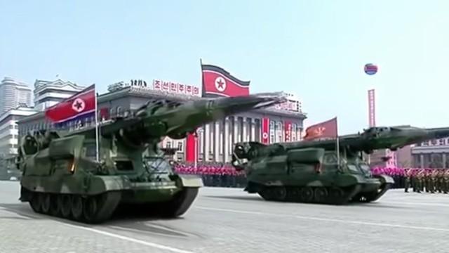 Tên lửa được cho là KN-17 trong lễ diễu binh của Triều Tiên hôm 15/4. (Ảnh: Telegraph)