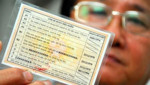 Bộ GTVT chỉ khuyến khích đổi giấy phép lái xe sang thẻ PET