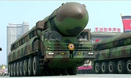 Tên lửa Triều Tiên trong lễ duyệt binh hồi tháng 4. Ảnh:Reuters