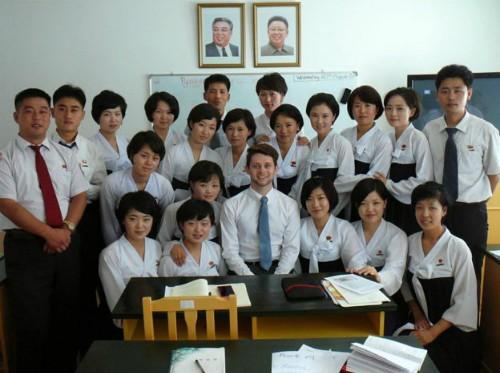Benjamin Griffin và các sinh viên đại học du lịch ở Triều Tiên. Ảnh:BBC