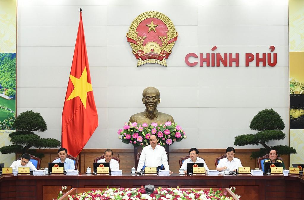 Thủ tướng chủ trì phiên họp Chính phủ thường kỳ tháng 5/2017. Ảnh: VGP/Quang Hiếu