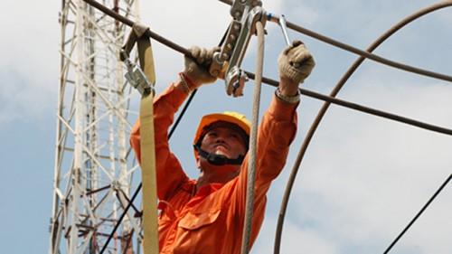 Nắng nóng kỷ lục những ngày qua khiến nhiều nơi bị mất điện do quá tải.