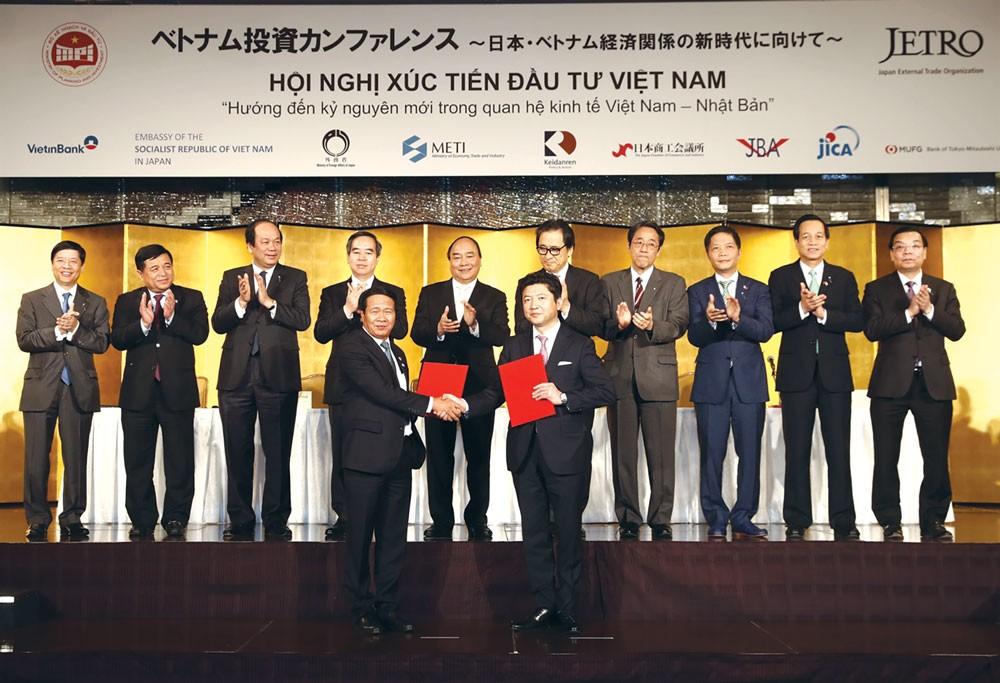 Nhiều thỏa thuận hợp tác đầu tư giữa các bộ, ngành, địa phương của Việt Nam và Nhật Bản đã được ký kết . Ảnh: Thống Nhất TTXVN