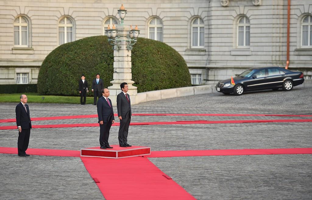Hình ảnh lễ đón chính thức Thủ tướng Nguyễn Xuân Phúc tại Nhật Bản - ảnh 4