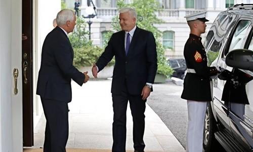 Thủ tướng Montenegro Dusko Markovic (giữa) gặp Phó tổng thống Mỹ Mike Pence tại Nhà Trắng hôm 5/6. Ảnh:Reuters
