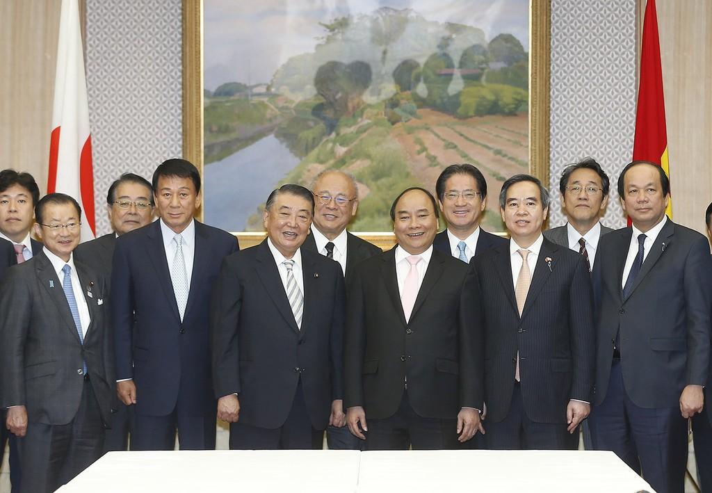 Thủ tướng Chính phủ Nguyễn Xuân Phúc và Chủ tịch Hạ viện Nhật Bản Tadamori Oshima. Ảnh: VGP