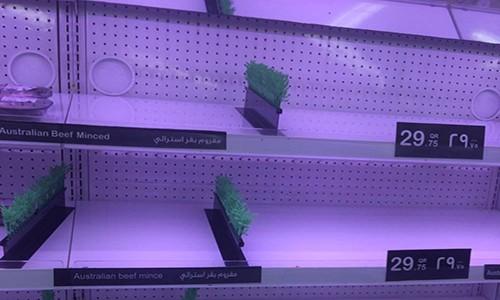 Dân Qatar bắt đầu tích trữ đồ ăn - ảnh 1