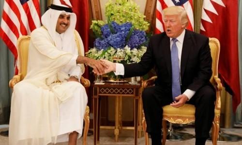 Quốc vương Qatar Tamim bin Hamad al-Thani tiếp Tổng thống Mỹ Donald Trump. Ảnh:Reuters
