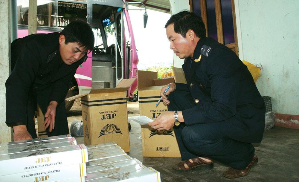 Doanh nghiệp thuốc lá Việt lo lắng về sức ép cạnh tranh nếu thuốc lá lậu được tái tiêu thụ. Ảnh: Huyền Trang