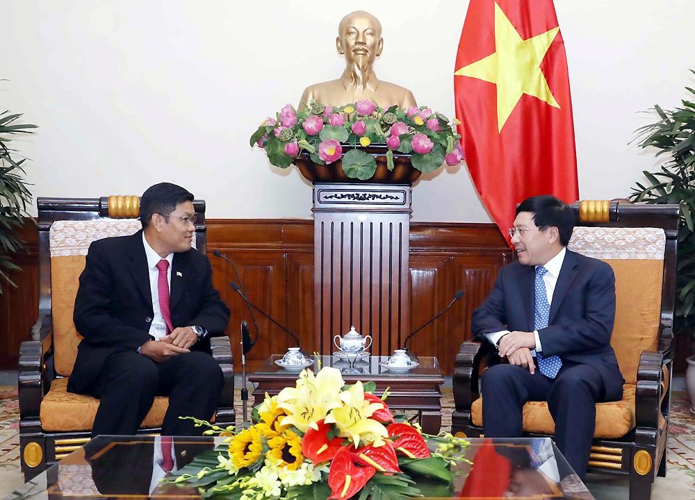 Phó Thủ tướng, Bộ trưởng Phạm Bình Minh tiếp Ngài U Chô Xô Uyn, tân Đại sứ Đặc mệnh toàn quyền nước Cộng hòa Liên bang Myanmar tại Việt Nam. Ảnh: VGP/Hải Minh