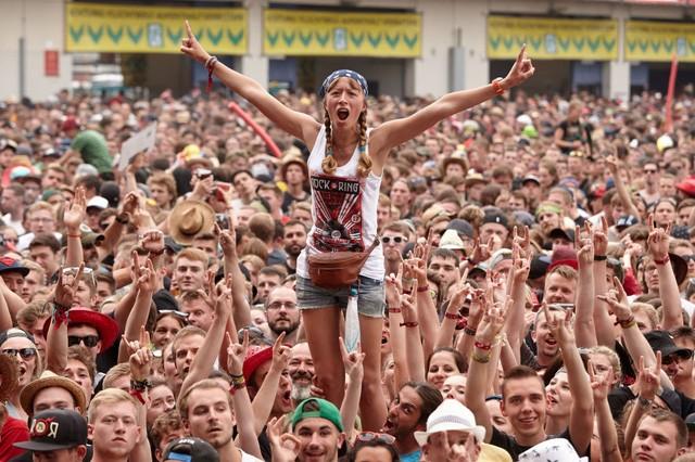 Các bạn trẻ tham gia lễ hội rock lớn nhất nước Đức tại thành phố Nuerburg (Ảnh: AFP)