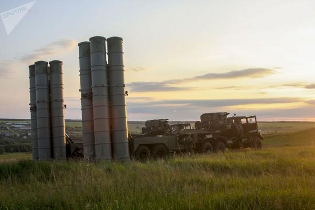 Hệ thống phòng thủ S-300 trong một cuộc tập trận ở vùng Voronezh, Nga (Ảnh: Sputnik)