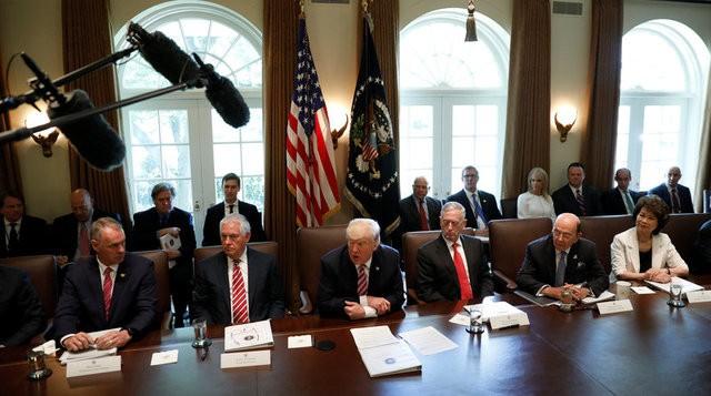 Phiên họp nội các kỳ lạ của Tổng thống Trump - ảnh 2