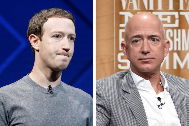 Tỷ phú Mark Zuckerberg, CEO Facebook và tỷ phú Jeff Bezos, CEO Amazon. (Nguồn: Time)