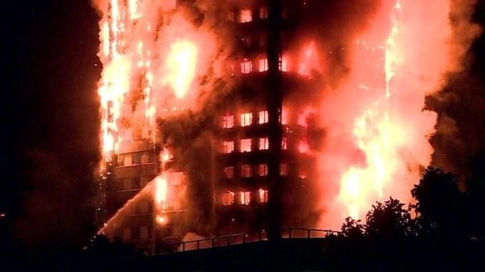 Hiện trường vụ cháy tòa tháp 24 tầng ở London - ảnh 2