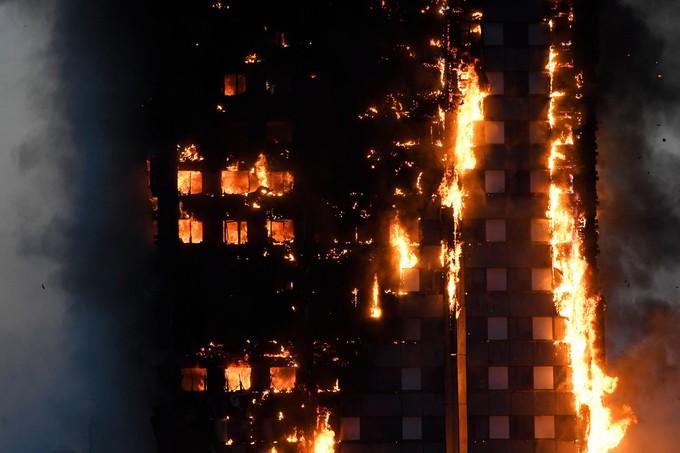 Hiện trường vụ cháy tòa tháp 24 tầng ở London - ảnh 3