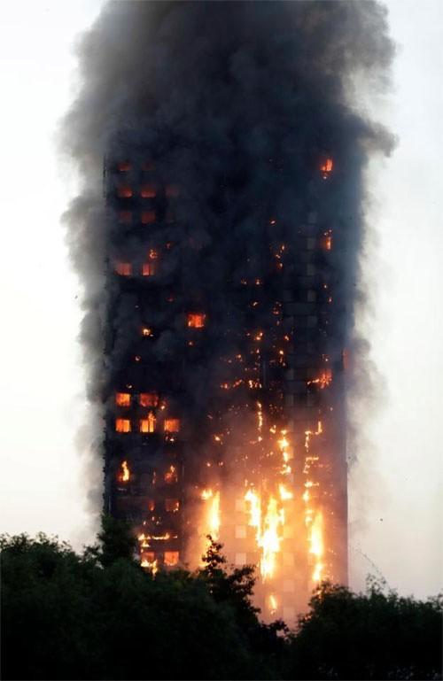 Hiện trường vụ cháy tòa tháp 24 tầng ở London - ảnh 8