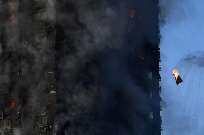 Hiện trường vụ cháy tòa tháp 24 tầng ở London - ảnh 9