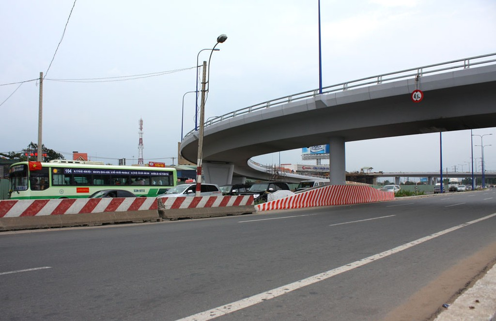 Quyền quản lý thu phí giao thông Xa lộ Hà Nội đã được chuyển về Công ty CP Đầu tư hạ tầng kỹ thuật TP.HCM. Ảnh: Nhã Chi