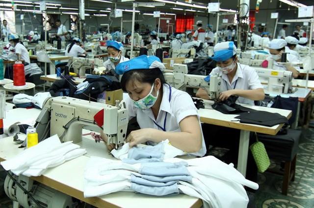 Tăng lương tối thiểu, chi phí bảo hiểm xã hội được cho là khiến chi phí cho DN và nền kinh tế Việt Nam tăng lên