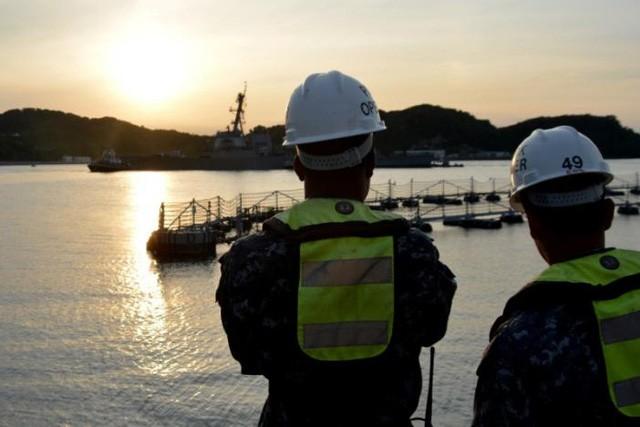 Tàu khu trục neo tại cảng Yokosuka.
