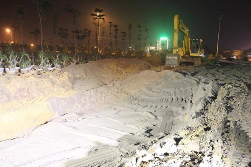 Khoảng 17h ngày 18/6, sự cố đường ống sông Đà đã được khắc phục. Ảnh:Gia Chính.