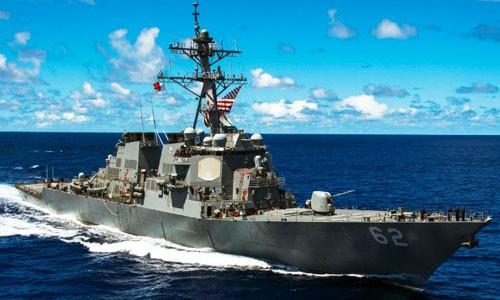Khu trục hạm USS Fitzgerald trước khi bị va chạm. Ảnh:US Navy