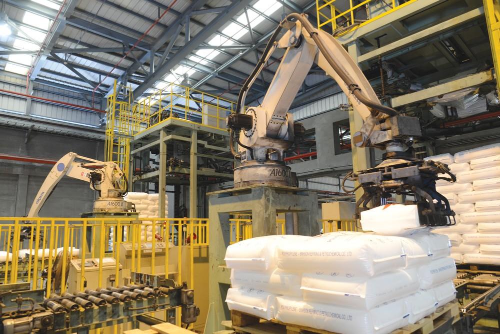 Robot tự động bốc xếp hạt nhựa Polypropylen - Công nghiệp 4.0 tại Nhà máy Lọc dầu Dung Quất