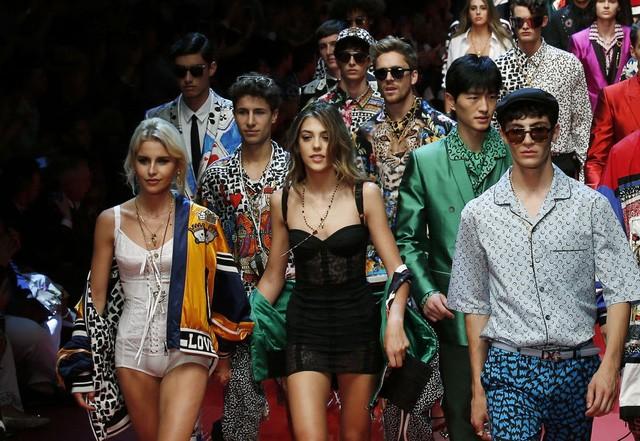 Các người mẫu tại tuần lễ thời trang Milan tại Italy (Ảnh: AP)