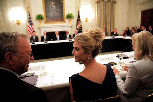 Con gái Tổng thống Mỹ Donald Trump, Ivanka Trump, tham dự cuộc họp bàn tròn của Hội đồng Công nghệ Mỹ tại Nhà Trắng (Ảnh: Reuters)