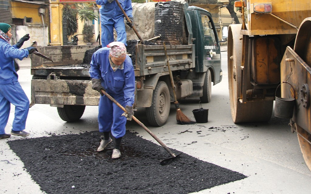 Khi nhà thầu trúng cùng lúc nhiều gói thầu, chủ đầu tư phải giám sát chặt chẽ việc thực hiện hợp đồng để đảm bảo tiến độ và chất lượng công trình. Ảnh: Nhã Chi