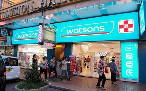 A.S. Watson, là mảng kinh doanh bán lẻ của tập đoàn Hutchison Holdings thuộc sở hữu của tỷ phú giàu nhất Hồng Kông Lý Gia Thành - Ảnh: Epoch Times.