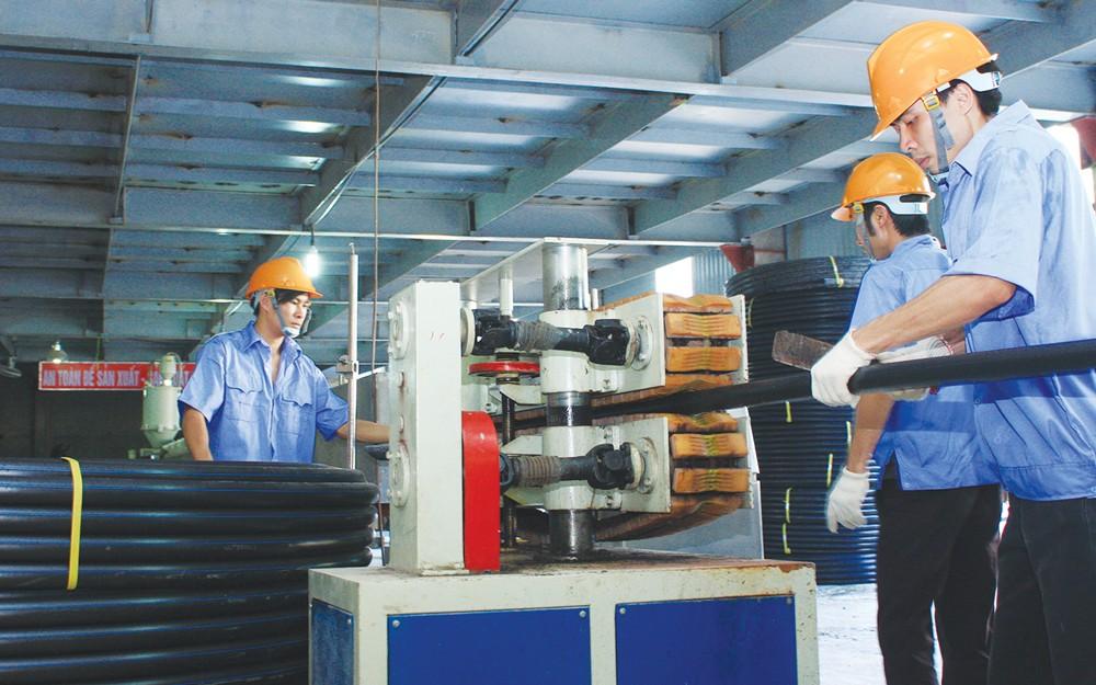 Cần tập trung phát triển những ngành có triển vọng tăng trưởng trong năng suất lao động, giảm quy mô ngành có năng suất lao động âm. Ảnh: Lê Tiên