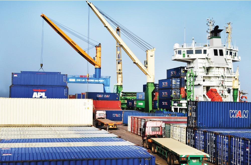 Để tăng trưởng cao phải thúc đẩy 3 yếu tố quan trọng là tiêu dùng, xuất nhập khẩu và đầu tư. Ảnh: Lê Tiên
