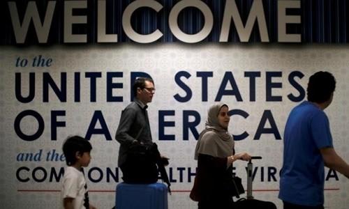 Hành khách quốc tế tới sân bay Washington Dulles ở Dulles, Virginia, Mỹ, ngày 26/6. Ảnh:Reuters.