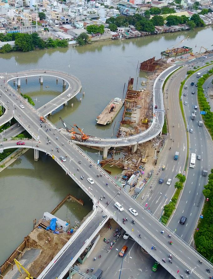 Nhánh cầu vượt chữ S nối đại lộ ở TP HCM xong trước 5 tháng - ảnh 2