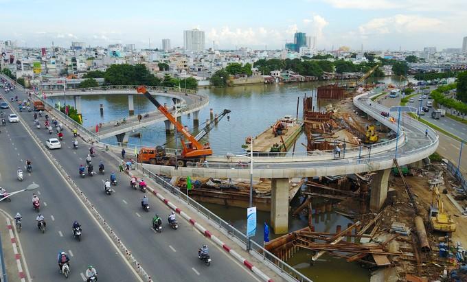 Nhánh cầu vượt chữ S nối đại lộ ở TP HCM xong trước 5 tháng - ảnh 3