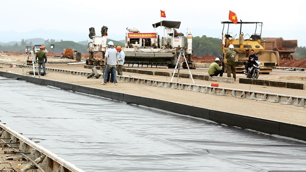 Sân bay Vân Đồn (Quảng Ninh) đang trong giai đoạn hoàn thành. Ảnh: Lê Tiên