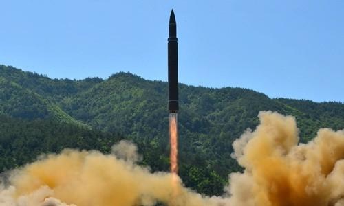 Tên lửa Hwasong-14 Triều Tiên phóng thử ngày 4/7. Ảnh:Reuters/KCNA.