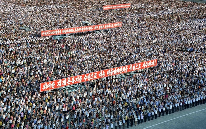 Biển người Triều Tiên phản đối lệnh trừng phạt của Liên Hợp Quốc - ảnh 2
