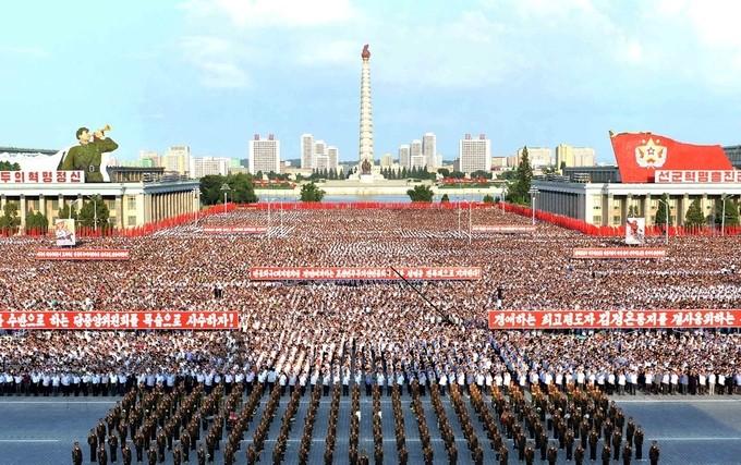 Biển người Triều Tiên phản đối lệnh trừng phạt của Liên Hợp Quốc - ảnh 7