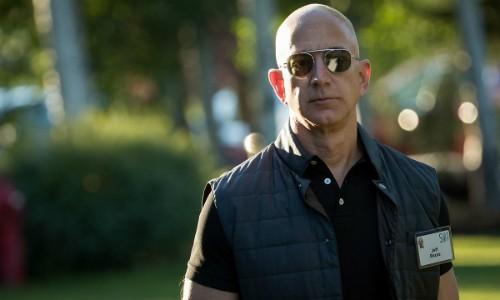 Ông chủ Amazon - Jeff Bezos đã mất ngôi giàu nhì thế giới. Ảnh:AFP