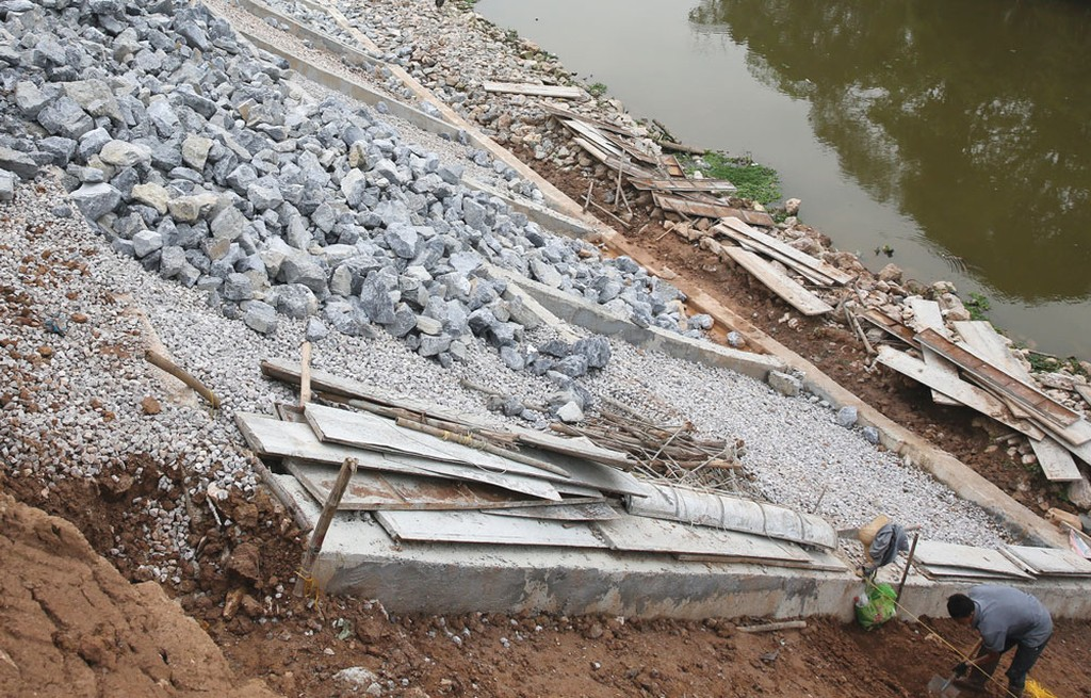 Tập đoàn Phúc Lộc đang thi công gói thầu lớn trên 1000 tỷ đồng nhằm chống sạt lở và cải tạo, nâng cấp hệ thống tiêu thoát lũ hạ lưu sông Hà Thanh, TP. Quy Nhơn. Ảnh: Nhã Chi