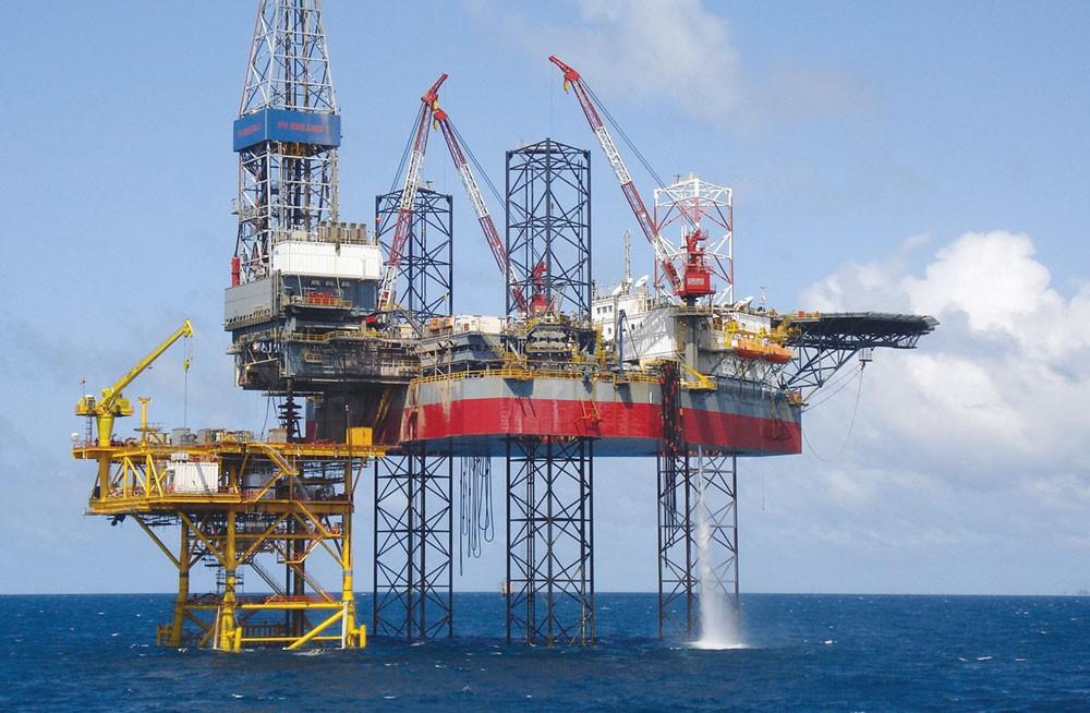 Bất chấp sự sụt giảm sản lượng khai khoáng và dầu thô, nền kinh tế tiếp tục đạt kết quả khả quan. Ảnh: Hoàng Hà