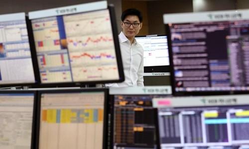 Kinh tế toàn cầu sẽ bị ảnh hưởng nếu hệ thống tài chính Hàn Quốc bị tấn công bởi xung điện từ. Ảnh minh họa:AP.